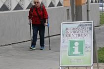 Tato dáma si do informačního centra pro tipy na procházku nezašla.