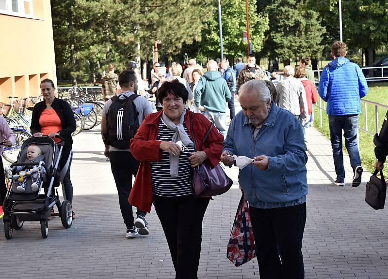 Začátek voleb na ZŠ Jana Železného, pátek 8.10. 2021