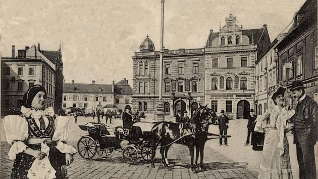Vdomě sídlil hostinec U Modré Hvězdy, který byl z důvodu poptávky po obchodních místnostech vroce 1921 zrušen. Vroce 1930 zde měl Jan Bělka velkoobchod stextilem a prádlem.