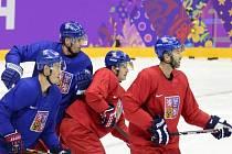 Čeští hokejisté (zleva) Lukáš Krajíček, Tomáš Kaberle, Roman Červenka a Petr Nedvěd na tréninku v Soči