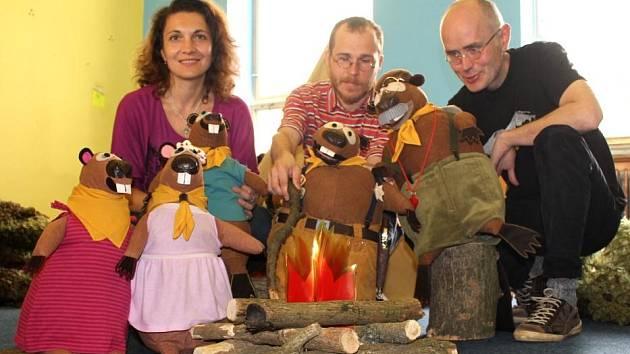 Divadlo Plyšového medvídka. Zleva: Marina Ra, Matyáš Dlab, Konrád Popel