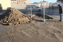 Spor prostějovské radnice s firmou Manthellan graduje. O smlouvách na výstavbu velké obchodní galerie není rozhodnuto, společnost však začala s přípravnými pracemi na stavbu.