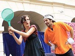 Čarodějnice zkouší hrát tenis