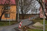 Hned dvě dopravní stavby slavnostně otevřeli ve čtvrtek odpoledne v Pivíně. Přestřihli pásku u průtahu Pivínem, ale také zprovoznili spojnici mezi Pivínem a Skalkou