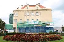 Národní dům už pomalu začíná odkrývat svou obnovenou tvář. 6.8. 19