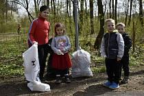 Akce Ukliďme Česko, ukliďme svět v prostějovském biokoridoru Hloučela, sobota 24 dubna 2021