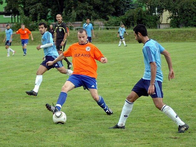 1. SK Prostějov (v oranžovém) v přípravném zápase proti kuvajtskému Al Salmiya