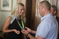 Slavnou návštěvu měli v pátek ráno na radnici v Prostějově. Dorazila totiž olympijská medailistka Petra Kvitová.
