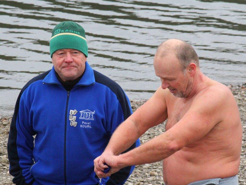 Závody otužilců na Plumlovské přehradě