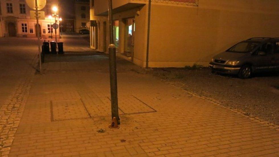Namol opilý cyklista trefil lampu v Kostelní ulici v Prostějově