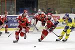 Prostějovští hokejisté (v červeném) prohráli v derby s Přerovem 1:2Milan Švarc a Ondřej Fiala (Prostějov)