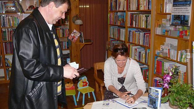 Lenka Civade na autogramiádě v Prostějově
