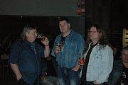 V  prostějovském Společenském domě vystoupily dvě legendy ze zábav: skupiny Keks a Kontakt.