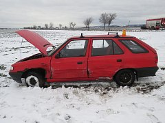 Řidič vyjel z vedlejší silnice v nevhodnou dobu, výsledkem jsou dvě zranění.