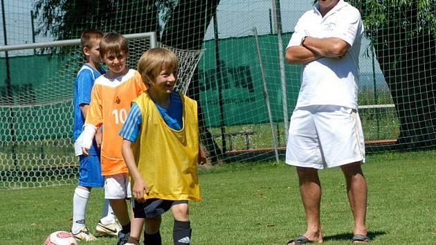 Fotbalový kemp v Olšanech u Prostějova. Roman Sedláček (vpravo)