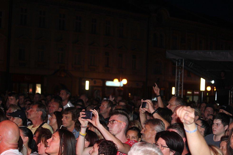 V rámci Prostějovského léta byla na náměstí T. G. Masaryka slovenská kapela Desmod.
