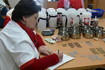 Tříkrálová sbírka v Prostějově - počítaní příspěvků. Ilustrační foto