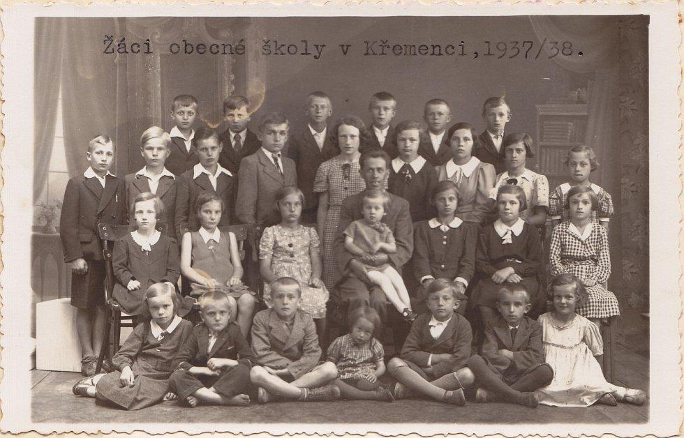 Žáci ve školním roce 1937/38.