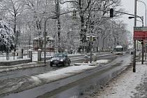 Ze soboty na neděli zasypal Prostějovsko sníh. Ten se nevyhnul ani okresnímu městu. Košťat se chopili i ti nejmenší.