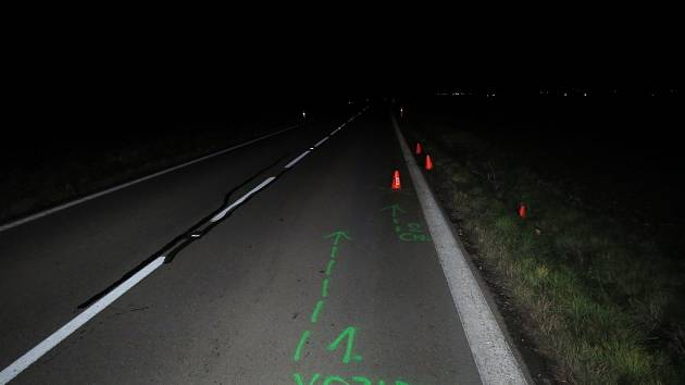 Policie pátrá po řidiči, který nedaleko hranic Prostějovska odjel od nehody. Srazil přitom muže a přivodil mu těžká zranění.