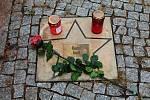Jedním z pietních míst, kde mohou lidé zapalovat svíčky na počest Karla Gotta je v Prostějově i chodník slávy u hotelu Tenis Club