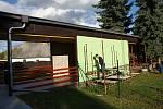V areálu bývalého pionýrského táborů pod hrází plumlovské přehrady v Mostkovicích vznikla mateřská škola.