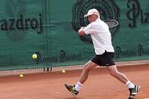 Na prostějovských kurtech se prohání pětašedesátileté tenistky a dokonce pětasedmdesátileté tenisté z celého světa. František Čech – úřadující světová jednička
