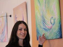 Malířka Soňa Holíková vystavuje své obrazy do 6. března v art kavárně Avatarka
