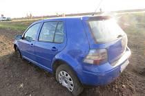 Opel versus Volkswagen. Následky páteční bouračky mezi Žešovem a Výšovicemi.