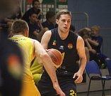 Prostějov - Basketbalisté Opavy(v modrém) vyhráli na palubovce Olomoucka 89:71
