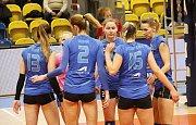 Volejbalistky Prostějova (v modrém) porazily Ostravu 3:0.