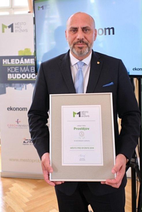 Nejlepší v republice. Vítěznou cenu převzal prostějovský primátor František Jura