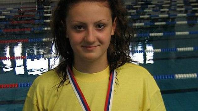 Alžběta Kührová z bazénu vylovila zlato.