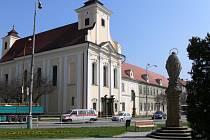 Kostel sv. Jana Nepomuckého a klášter Milosrdných bratří v Prostějově