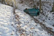 Řidičce vystavila stopku zledovatělá silnice
