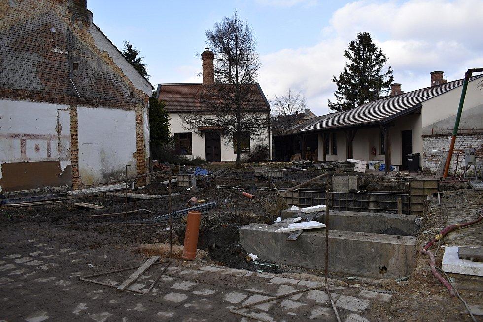 Původní budova Ekocentra IRIS je již minulostí. Aktuálně se budují základy nového objektu. 11.1. 2021
