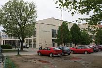 Společenský dům v ulici Komenského a jeho okolí