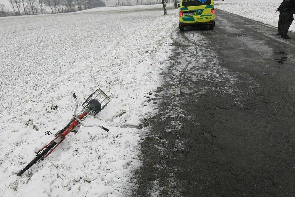 Jednasedmdesátiletý senior skončil po pádu z kola ve Vranovicích  v olomoucké nemocnici.