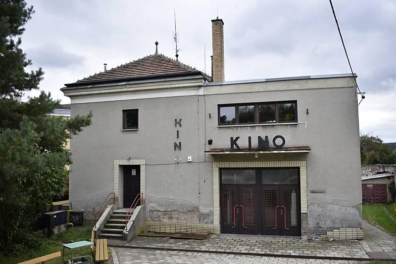 Chátrající budova kina v Konici. 30.9. 2021
