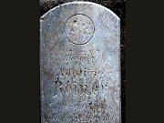 Nalezený náhrobek z prostějovského židovského hřbitova kdysi označoval místo odpočinku Adolfíny Reinerové, která zemřela před necelými sto padesáti lety. Byl jí tehdy jeden rok.