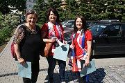 Eurovolby v Plumlově - 24. 5. 2019 - hokejové fanynky u voleb, babička Marie Rozehnalová, maminka Zlatuše Klementová a vnučka Ria Klementové