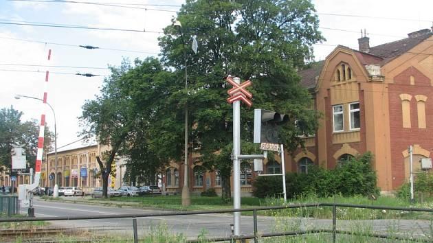 Nedaleko přejezdu ve Vrahovicích zemřel v úterý 29. července člověk.