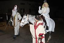 Anděl na koni. Stylovým způsobem pojali zahájení adventu v Určicích.