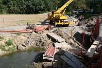 Stavba mostu přes Romži mezi Čunínem a Stražiskem