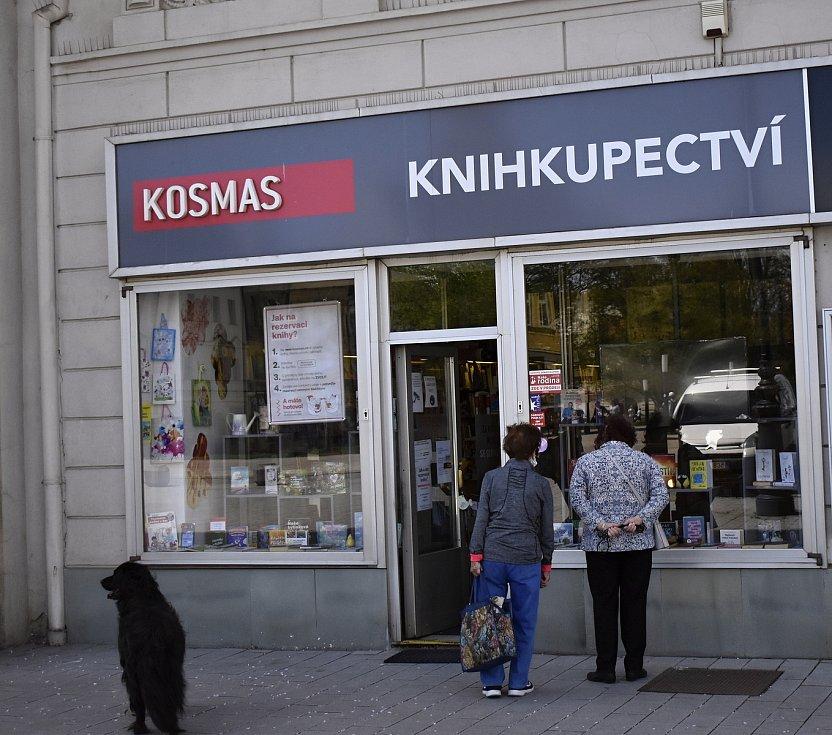 Po dlouhé době se otevřely obchody s oděvy, bazary nebo klenotnictví.