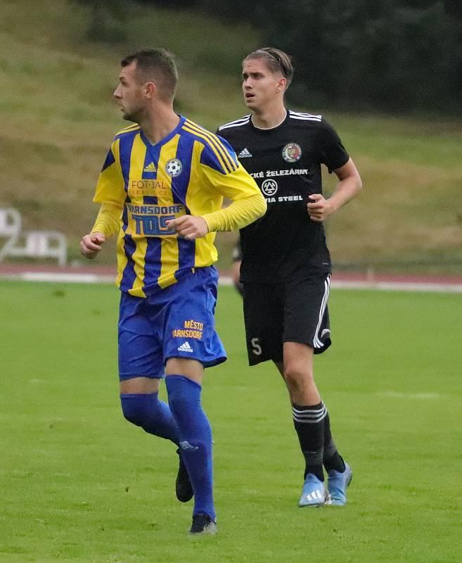Sport fotbal FNL FK Varnsdorf vs. Fotbal TřinecTomáš Zlatohlávek (v černém)