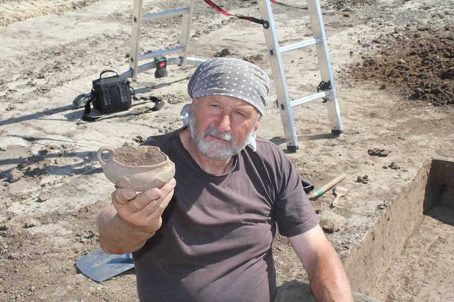 Archeologové v Seloutkách