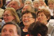 Jiří Krampol, Radim Uzel a Mistříňanka. Tahle sestava v pátek večer bavila svými vtipy, povídáním a hudbou zaplněné prostějovské Kasko