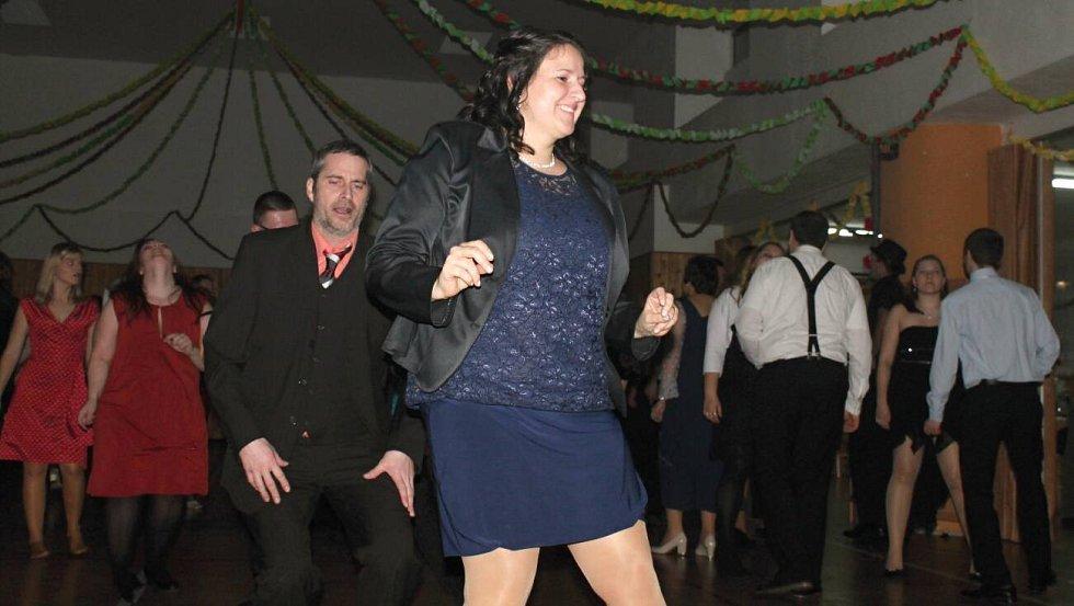 Obecní ples ve Vrchoslavicích v retro stylu