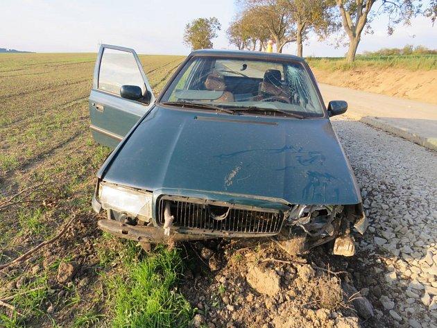 Řidič havaroval. Od nehody ujel a boural podruhé.